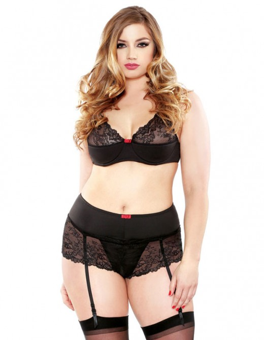 Fantasy Curve Lace Bra And Gartered Crotchless Shorts